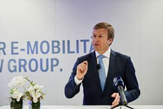 Press Event at BMW Group Plant Dingolfing on 2 May 2017: The Future of Electro-Mobility at BMW Group. Oliver Zipse, Member of the Board of Management of BMW AG, Production (05/2017).