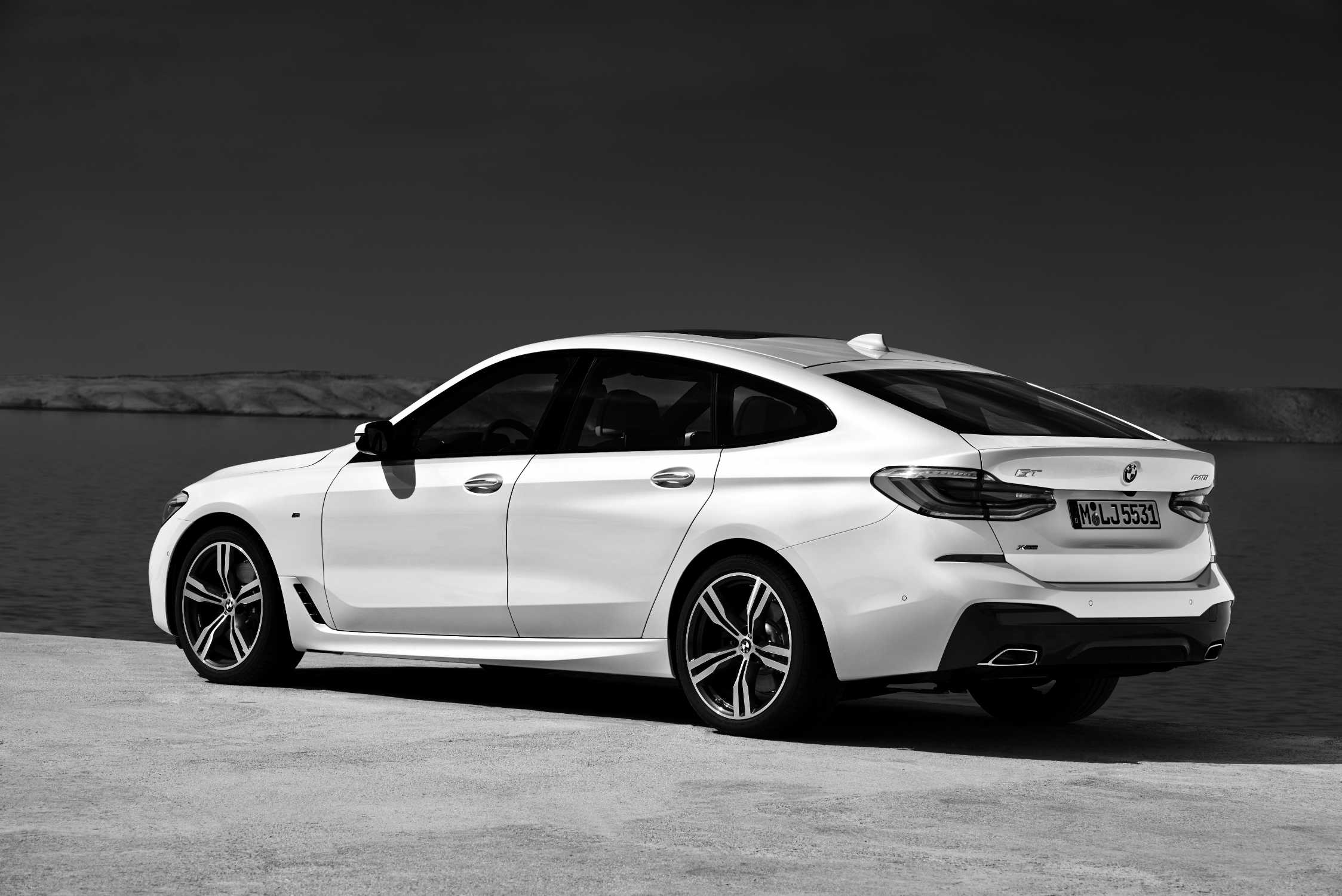 BMW 6 Series Gran Turismo 640i XDrive Mineral White M Sport Package 06 2017