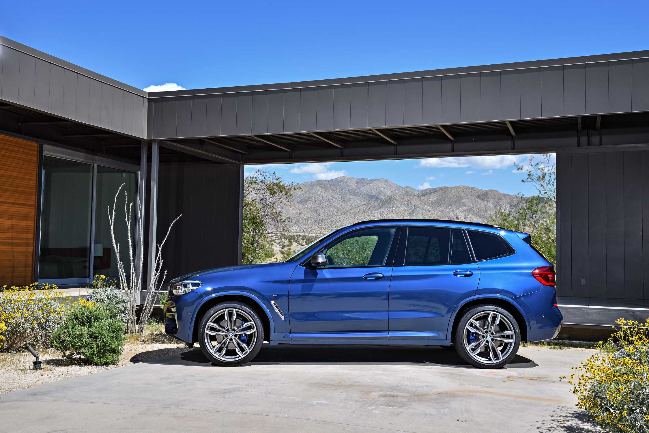 The New Bmw X3 Xdrive M40i Exterior Color Phytonic Blue Metallic Upholstery Leder Vernasca