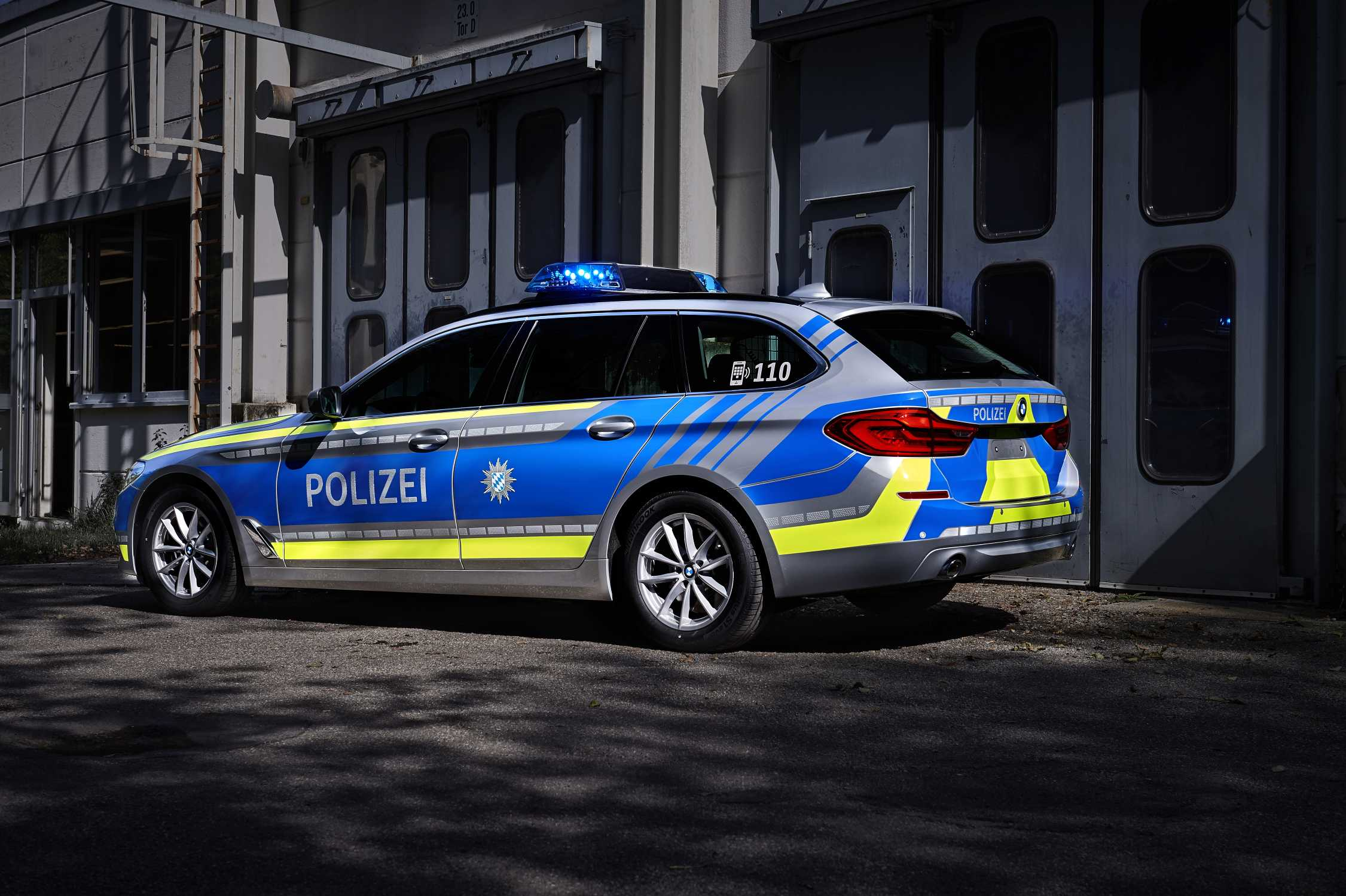 the bmw 530d xdrive touring as police patrol car 08 2017. Black Bedroom Furniture Sets. Home Design Ideas