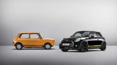 The new MINI 1499 GT, right. (Classic Mini 1275 GT, left)