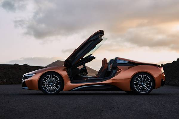 The new BMW i8 Roadster. (11/2017)