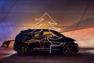 BMW i3s - Merry Christmas powered by BMW Group. (12/2017)