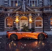 BMW i8 Roadster - Merry Christmas powered by BMW Group. (12/2017)
