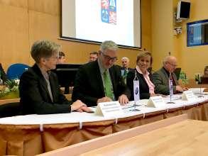 Agreement signing between BMW Group, Region Kralovy Vary and Sokolovska uhelna. (01/2018)