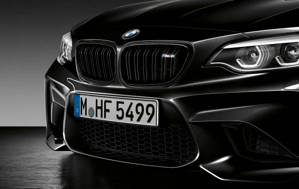 P90295639-the-new-bmw-m2-coup-edition-black-shadow-03-2018-600px