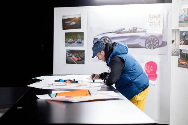 BMW i is official partner of the Coachella Valley Music and Arts Festival 2018. John Gourley of Portugal. The Man creates the exclusive design for the BMW i models on the #roadtocoachella. (04/2018)