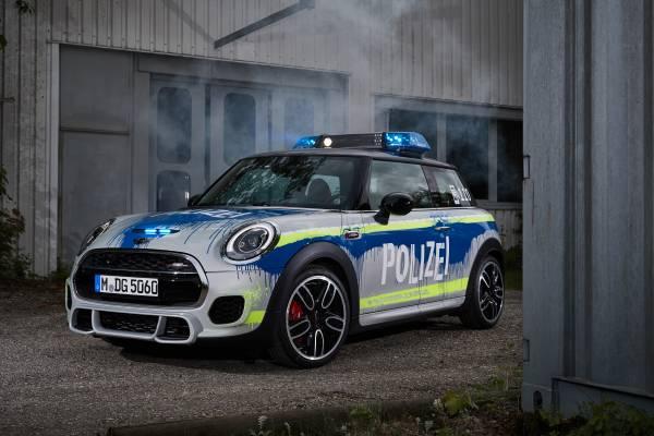 Der MINI John Cooper Works als Polizeiwagen (05/2018).