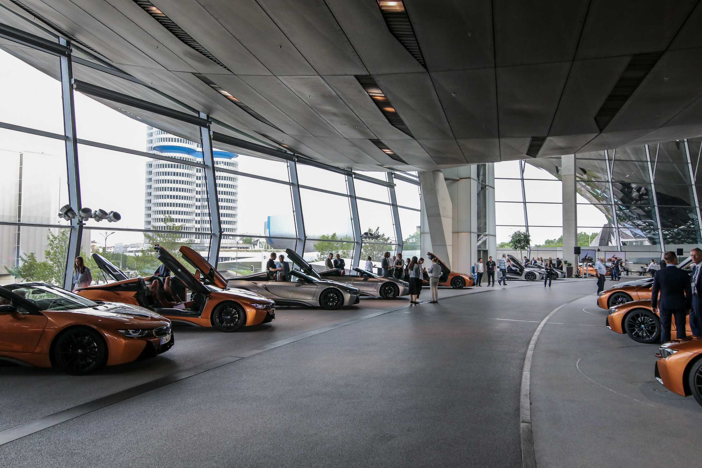 """Handover of 18 of the first BMW i8 Roadsters in the strictly limited """"First Edition"""" to the international BMW i8 Club at BMW Welt in Munich (05/2018)."""