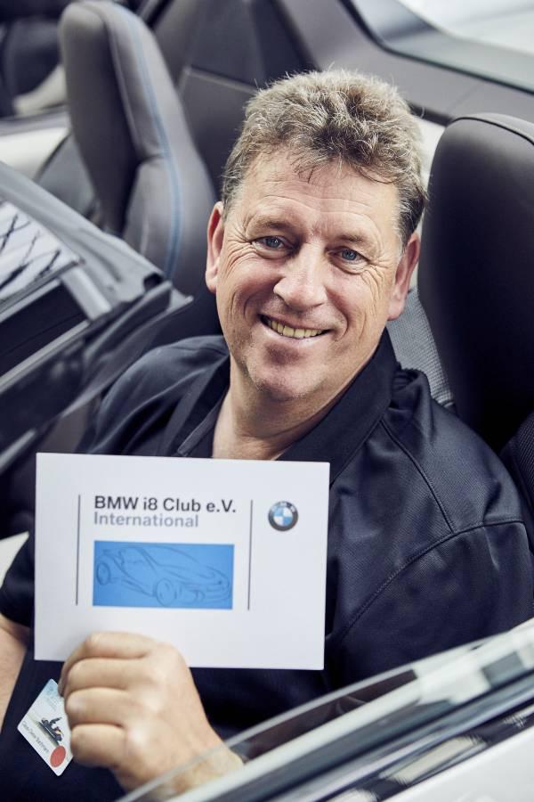 Feierliche Auslieferung von 18 der ersten BMW i8 Roadster in der streng limitierten First Edition an den internationalen BMW i8 Club e.V. in der BMW Welt in München. Claus-Dieter Bachmann, Präsident des BMW i8 Clubs. (05/2018)