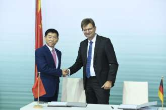 Signing of the joint venture agreement between BMW Group and Great Wall Motor for the production of MINI electric vehicles in China in Berlin on 10th July 2018. L-r.:  Wei Jianjun, Founder and Chairman of Great Wall Motor, and Klaus Fröhlich, Member of the Board of Management of BMW AG, Development. (07/2018)