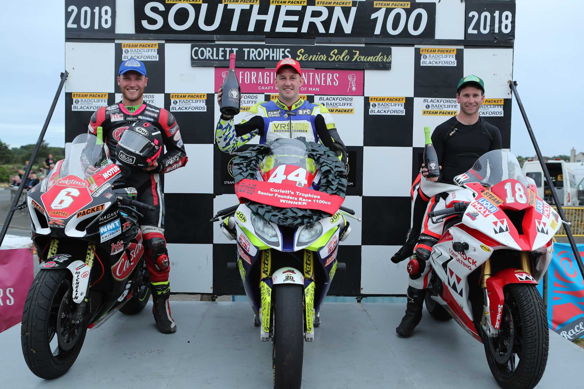 Rob hodson wins with the bmw s 1000 rr on the isle of man for World wide motors carmel