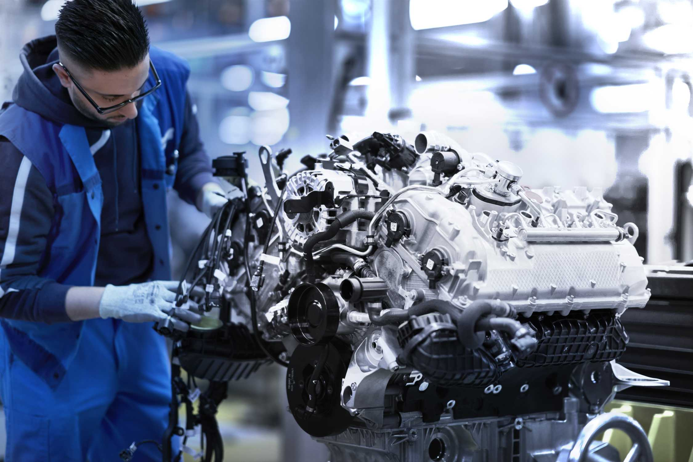 The V8 Power Unit For The New Bmw 8 Series Coupe A Masterpiece From The Munich Engine Plant
