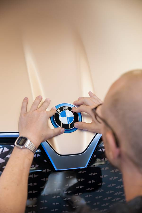 P90320741-bmw-vision-inext-coming-soon-09-2018-600px