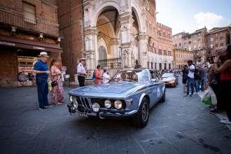 Gran Premio Nuvolari 2018: la BMW 3.0 CSL di Sergio Solero e Saturnino Celani arriva a Siena