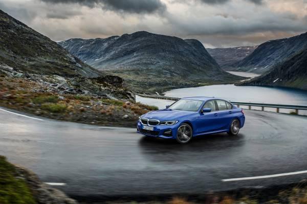 "The all-new BMW 3 Series Sedan, Model M Sport, Portimao blue metallic, Rim 19"" Styling 791 M (10/2018)."