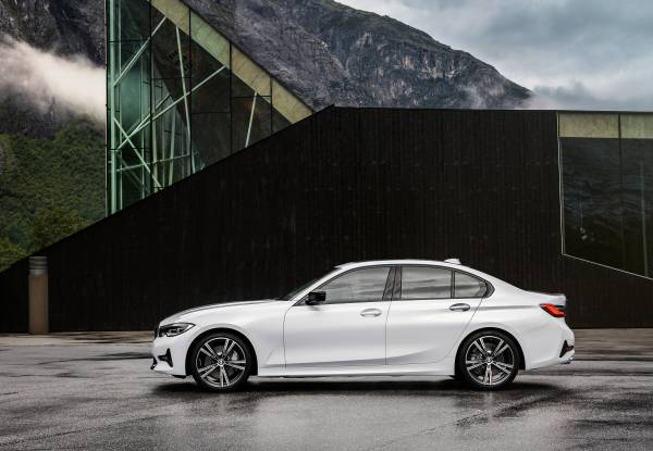 "The all-new BMW 3 Series Sedan, Model Sport Line, Mineral white metallic, Rim 19"" Styling Individual 793i (10/2018)."