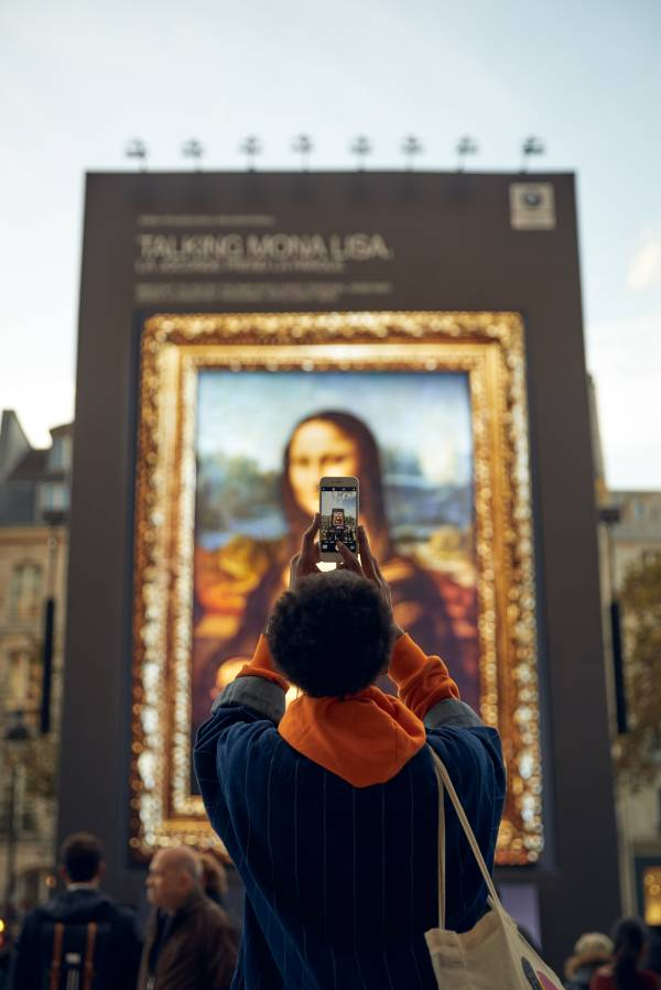"""""""Hey Mona Lisa…"""". BMW spotlights the new BMW Intelligent Personal Assistant at the """"Mondial de l'Automobile 2018"""" at the Centre George Pompidou in Paris with a spectacular installation. 01 - 03 October 2018. (10/2018)"""