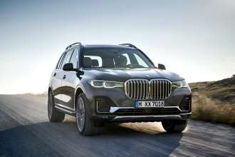 The first-ever BMW X7 with Design Pure Excellence in Arctic Grey, light alloy wheels styling 757 (10/2018).