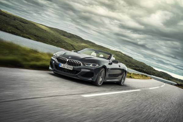 https://mediapool.bmwgroup.com/cache/P9/201810/P90327622/P90327622-the-new-bmw-8-series-convertible-in-colour-dravit-grey-metallic-and-20-m-wheels-multi-spoke-729-m-bi-600px.jpg