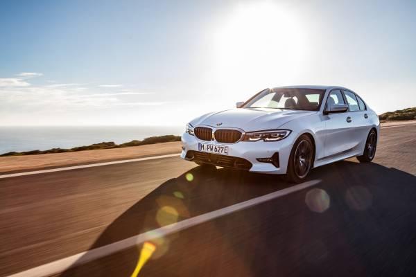The all-new BMW 330e Sedan (11/2018).