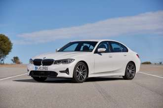 "The all-new BMW 320d, Model Sport Line, Mineral white metallic, Rim 18"" Styling 780 (12/2018)."