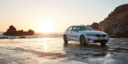 """The all-new BMW 320d, Model Sport Line, Mineral white metallic, Rim 18"""" Styling 780 (12/2018)."""
