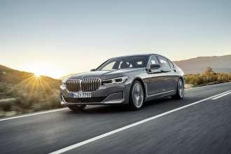 """Die neue BMW 7er Reihe in Berninagrau Bernsteineffekt mit Leichtmetallrad Styling 777 und Exklusivleder """"Nappa"""" mit erweiterten Umfängen / Steppungen in Cognac / Schwarz (01/2019)."""