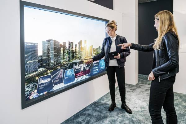 BMW Group @ CES 2019 – Mixed Reality Mobility Window. (01/19)
