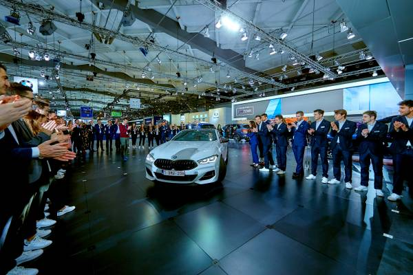 Roberto Martinez receives the keys to a BMW M850i xDrive Coupe at the Brussels Motor Show - the BMW and MINI team celebrating the sportive performances of the Red Devils (01/2019)