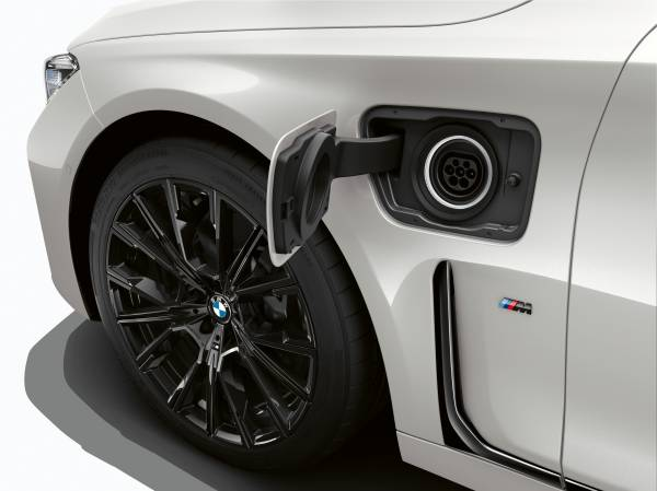 The new BMW 745e (02/2019).