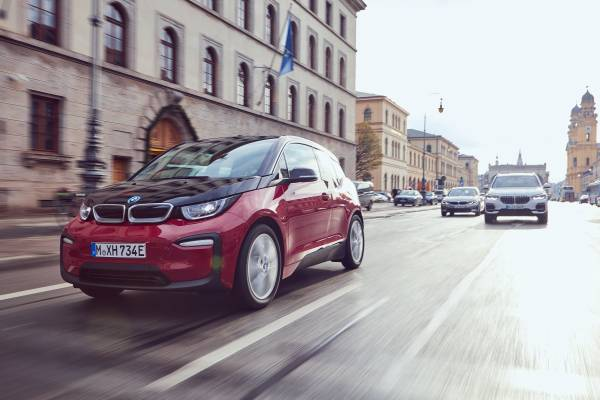 The BMW i3s, the BMW X5 xDrive45e and  the BMW 330 Sedan (03/2019).