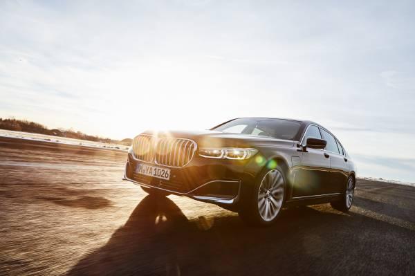 The BMW 745Le Sedan (03/2019).