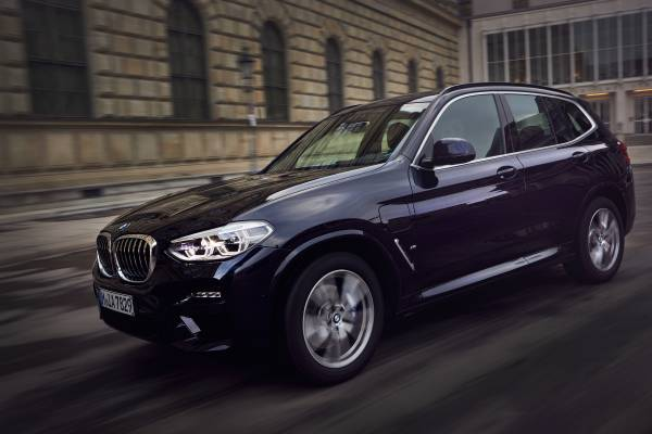 The BMW X3 xDrive30e (03/2019).