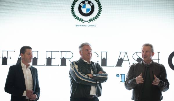BMW Motorrad Dealer Clash 2019 – management BMW Motorrad Belux congratulating all participants on their masterpieces in the BMW Brand Store Brussels
