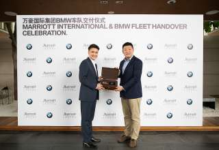 Dr. Michael Liu, President of BMW China Automotive Trading Ltd. Handovers the new pure electric BMW i3 to Marriott (03/2019)
