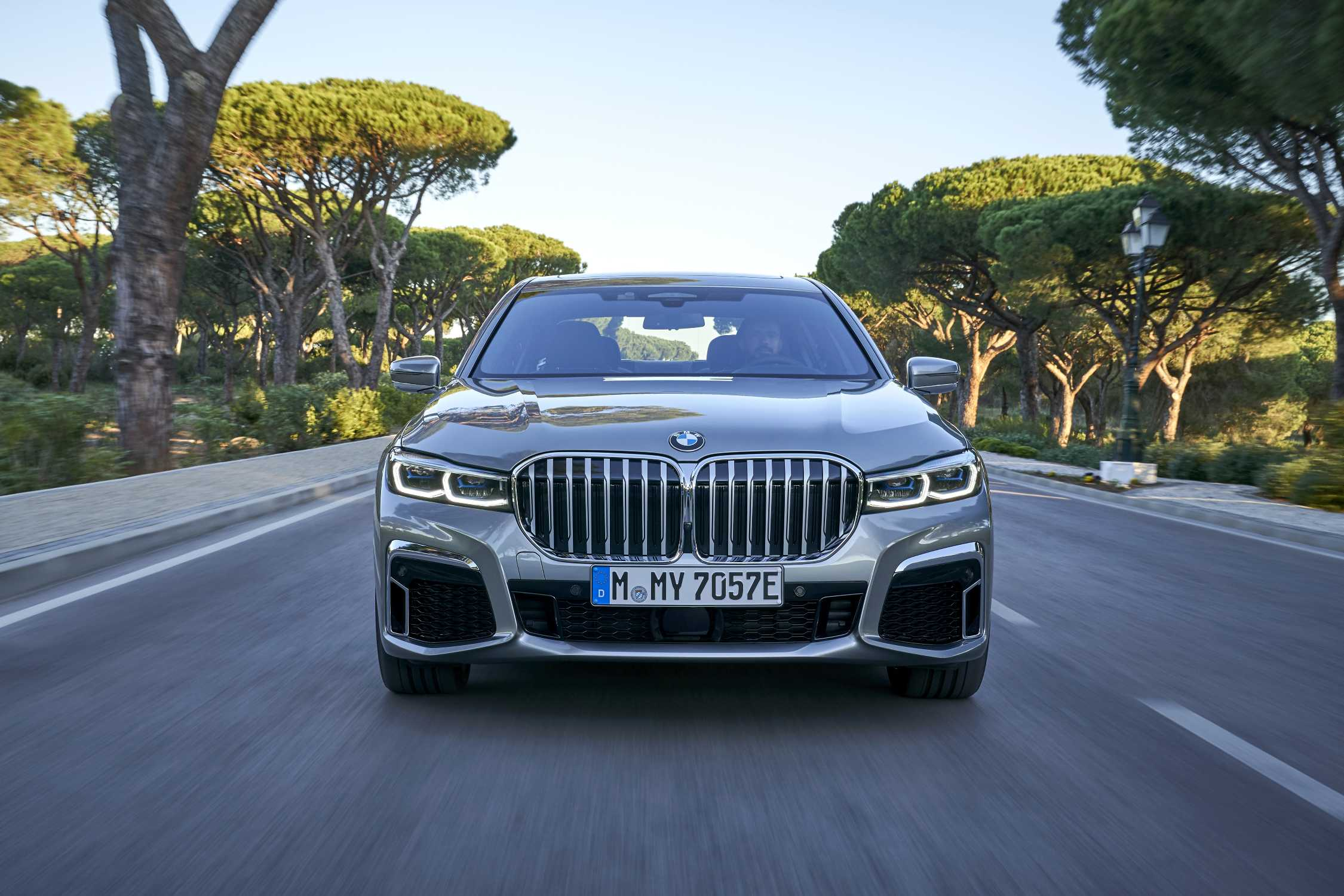 "The new BMW 745Le xDrive in colour Donington Grey and 20"" M light alloy wheels Star-spoke style 817 M Bicolour – Faro, Portugal (04/2019)."
