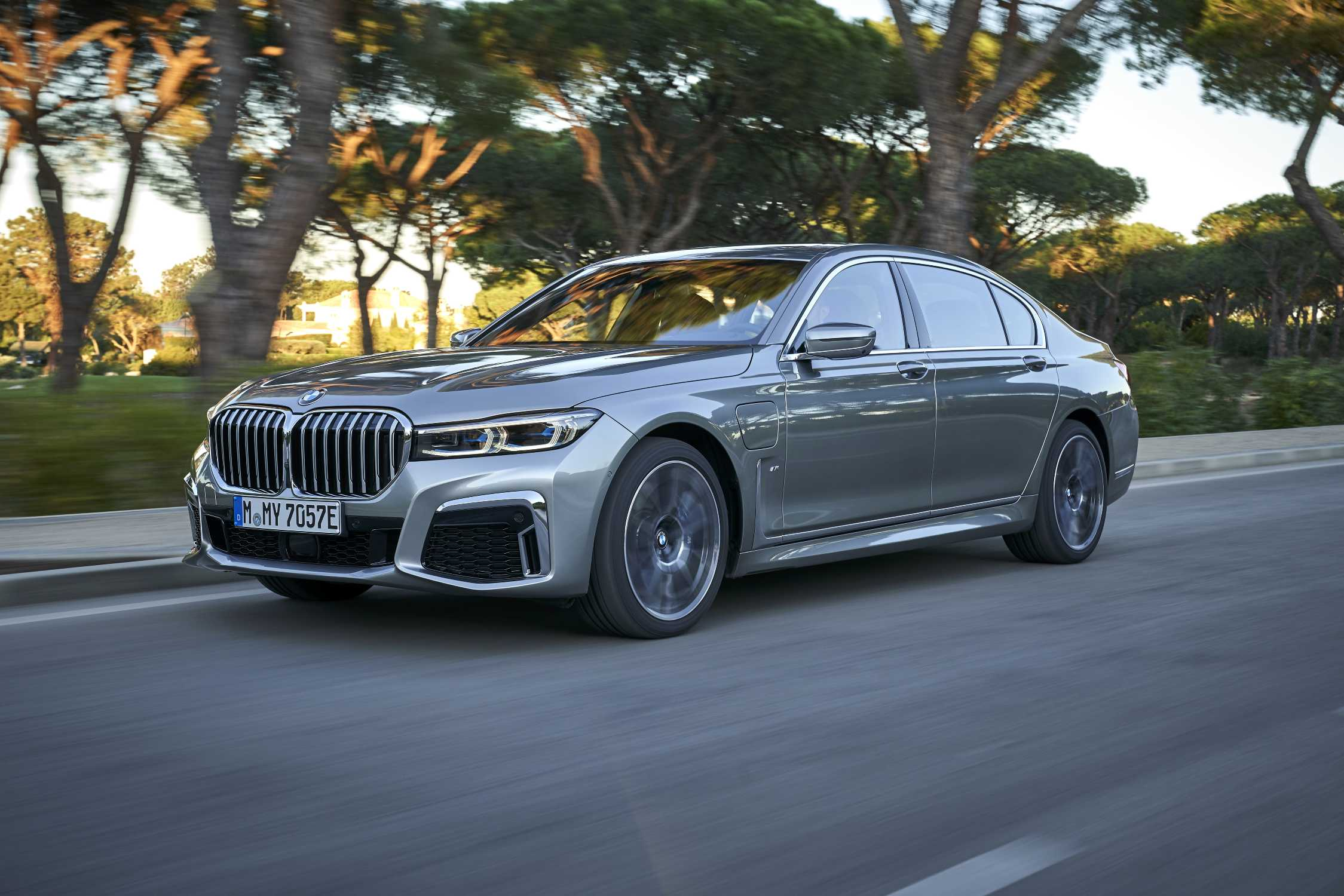 The New Bmw 745le Xdrive In Colour Donington Grey And 20