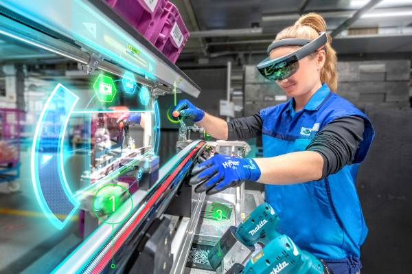 Training new staff is supported by augmented-reality glasses and virtual assistance at the assembly training centre of BMW Group Plant Dingolfing (04/2019).