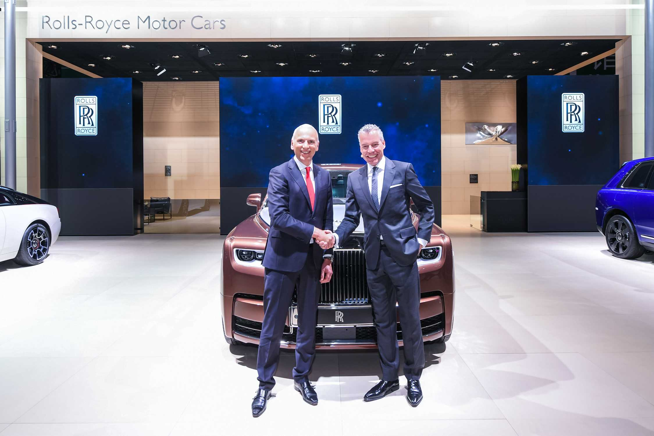 https://mediapool.bmwgroup.com/cache/P9/201904/P90345587/P90345587-rolls-royce-celebrates-success-in-china-at-2019-shanghai-motor-show-2249px.jpg