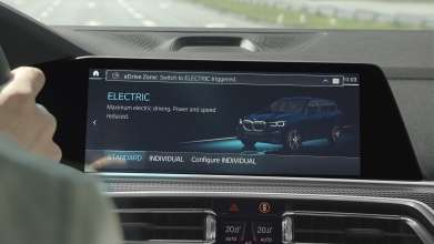 BMW eDrive Zones test vehicle automatically switches into electric driving mode (06/2019).
