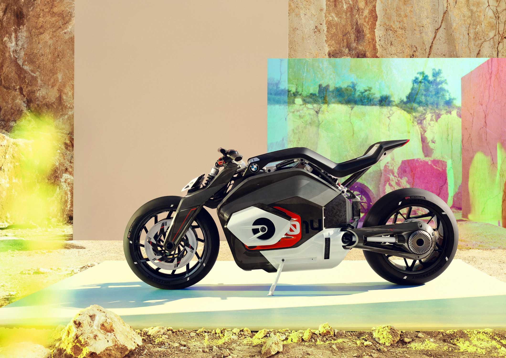 BMW Motorrad Vision DC Roadster. (06/2019)