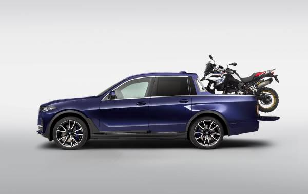 The BMW X7 Pickup with the BMW F 850 GS (07/2019).
