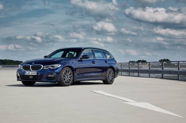 The all-new BMW 330d xDrive Touring, Model M Sport, Tansanit Blue II metallic (07/2019).