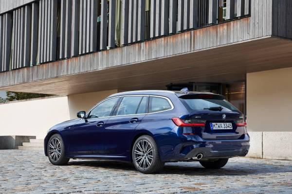 The all-new BMW 330d xDrive Touring, Model M Sport, Tansanit Blue II metallic (07/2019).
