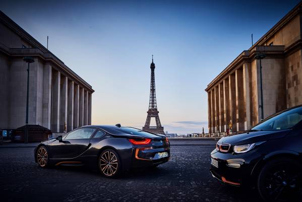 The BMW i3s Edition RoadStyle and the BMW i8 Coupe in the Ultimate Sophisto Edition (09/2019).