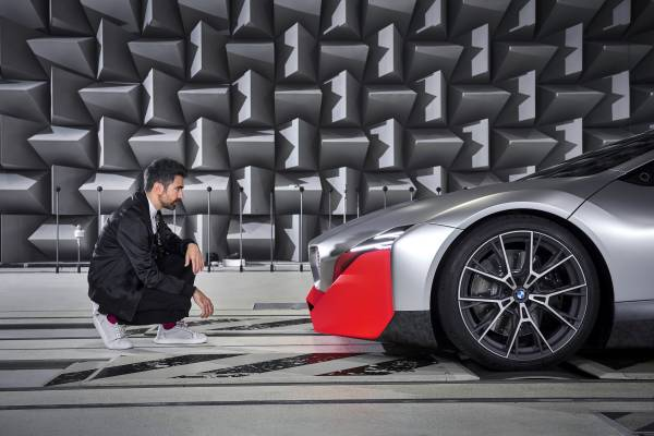 BMW Sound Designer Renzo Vitale and BMW Vision M NEXT in the anechoic chamber. (11/2019).