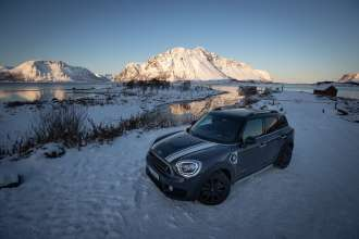 MINI Countryman Cooper SE discovering the Lofoten islands (12/2019)
