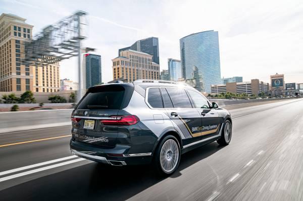 BMW X7 ZeroG Lounger. (01/2020)