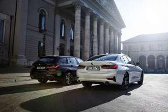 The BMW 330e xDrive Touring and the BMW 330e xDrive Sedan (02/2020).
